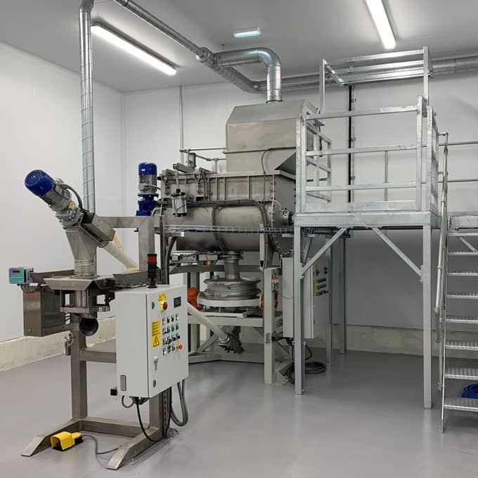 Custom mixing and packing system for food industry